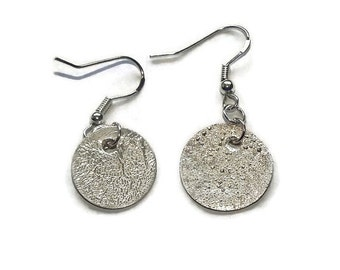 Simple silver disc earrings silver coin earrings small silver earrings round silver drop earrings everyday earrings minimalist jewelry disk