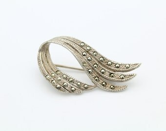 Vintage Sterling Silver and Marcasite Plume Design Brooch. [5616]