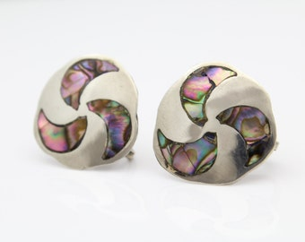 Vintage Mexico Pinwheel Design Screw-Back Earrings in Abalone and Sterling Silver. [9413]