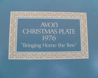 "Vintage Avon Christmas Plate ""Bringing Home the Tree"" 1976 MIB"