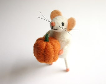 Halloween decoration, Pumpkin Halloween decor, Needle Felted Mouse, Halloween gift mouse, Cute felt mice figurine