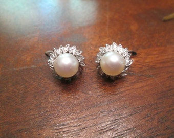 Diamond and pearl 18k white gold earrings