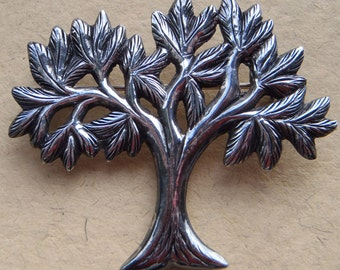 Vintage craftsman made 925 sterling silver tree brooch, in excellent condition