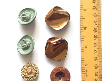 6 large vintage buttons, mixed colours.