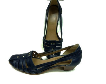 70s Vintage Strappy Sandals Navy Blue Gold Rivets / Geoffrey Beene 8.5 Narrow