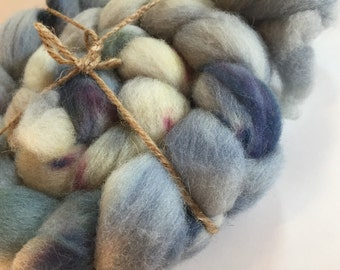 Hand Dyed 100% Domestic Wool Roving 4oz: Cloud Cover
