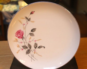 """Vintage 1960's """" Pink Rosebud""""  Dinner plate - Queen Fine China from japan"""