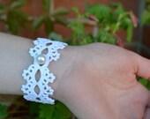Crochet bracelet pattern, white wristband, lace cuff, wedding jewelry, bijoux crochet, cotton textile bracelet, romantic feminine nostalgic