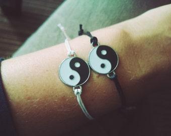 Bracelet Yin Yang / Simple bracelet with waxed cord