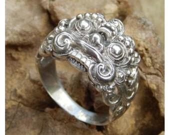Silver ring Barong motif