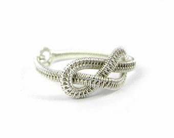 Knotted ring Infinite in woven Sterling Silver.