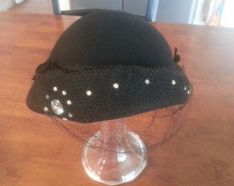 Vintage 1940's - 1950's Women 100 % Wool Hat With Veil