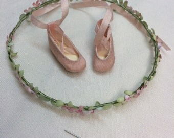 Handmade ballet shoes and flower diadem for your Blythe.