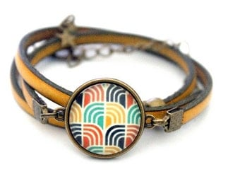 Bracelet yellow leather 3 rounds with cabochon 'sixties green, blue and yellow motif' bronze brass vintage