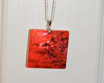 Mother Of Pearl Sublimation Photo Pendant,Origanal Photography Necklace, Dahlia on Mother of Pearl Shell,Red Dahlia Photography,Wearable Art