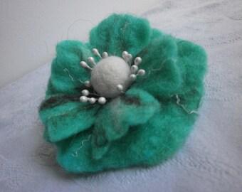 Felt brooch,white brown turquoise felt flower brooch,poppy felt brooch flower, turquoise jewelry,wool pin accessories,hairclip, felt flowers