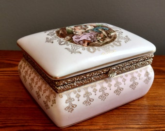 VINTAGE Jewelry Box - Unbranded - Pink with a beautiful print and filigree!