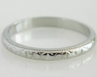 Beautiful 18K White Gold Wedding Band size 6
