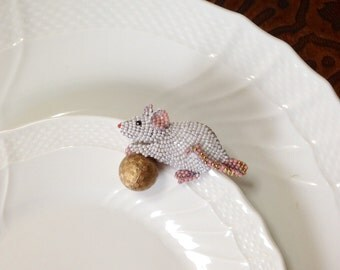 Party mouse brooch