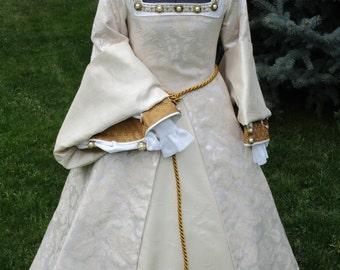 Girl's Renaissance Tudor Nobility Gown Approximately Size 8