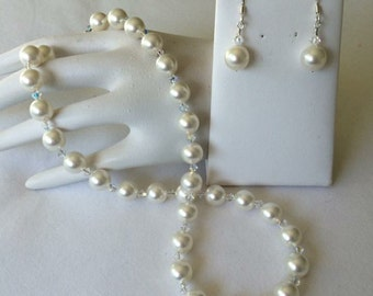 Classic pearls with Swarovski crystals