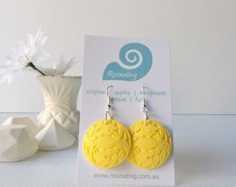 FILIGREE FUN - Yellow filigree earrings handmade in resin