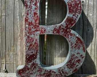 Medium vintage style 3D red letter B