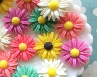Daisy cabochons, resin flower cabochons, flower embellishments 6 pieces