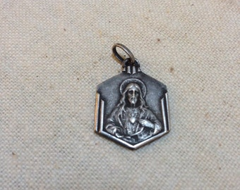 Religious pendant with decoration front and rear
