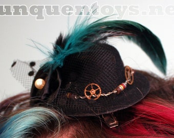 Hair Clip ~ Pearly Gears of Resistance ~ Lolita Cosplay ~ Steampunk Mini Top Hat ~ Cyberpunk Headgear ~ Pearl ~ Feather ~ Antique Clock Gear