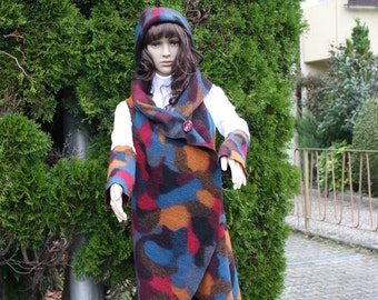 Poncho with large collar and cuffs and headband