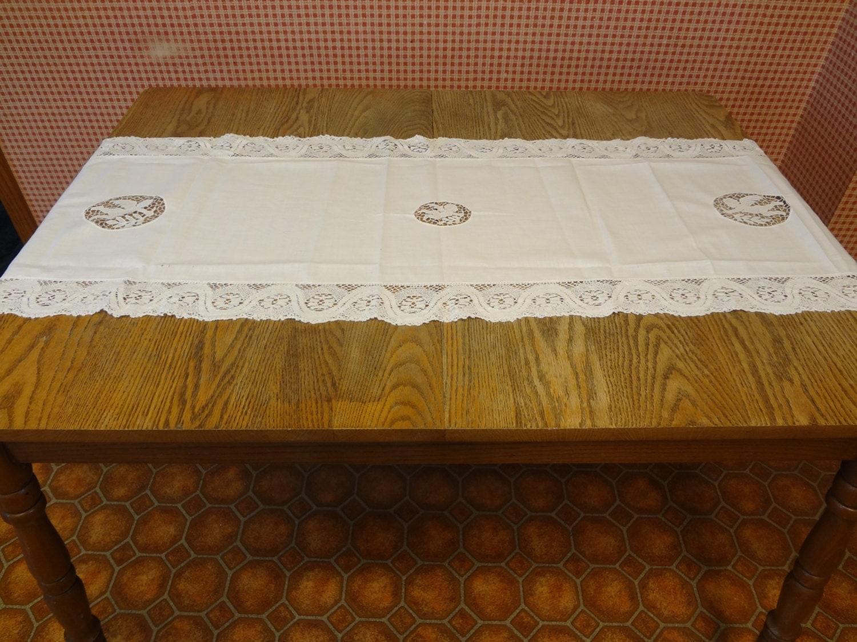 Vintage linen table runner vintage lace dresser topper for 102 table runner