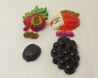 Lot of 4 Vintage Plastic Food Magnets, Beet,Tomato,Grapes,Berry. 5A-1441.*FREE SHIPPING*