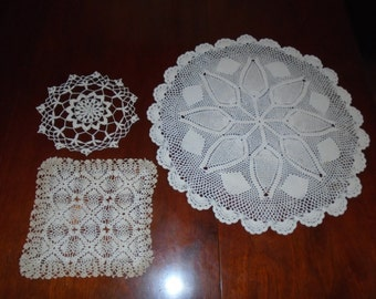 3 old Doilies / Lace Doilies / Vintage Lace / Needlework / handmade / Handmade lace /