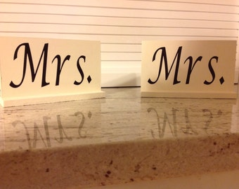 Love wins! Mrs. & Mrs. Sweetheart table toppers