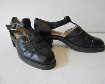 KENNETH COLE Reaction Heels Sandals Shoe Size: 8 M Women's Black Vintage