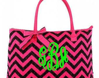 "Personalized Quilted Chevron Print Tote with Detachable Bow - Large 18"" Black and Fuschia Tote with Pink Handles - CC303-BKFSFS"