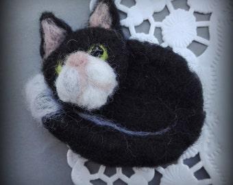 SALE! brooch felt felted cat