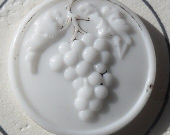 """WOW 7/8"""" Victorian Milk Glass Grapes and Leaves Antique Button"""