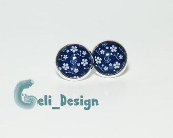 Cabochon earrings flower pattern blue white