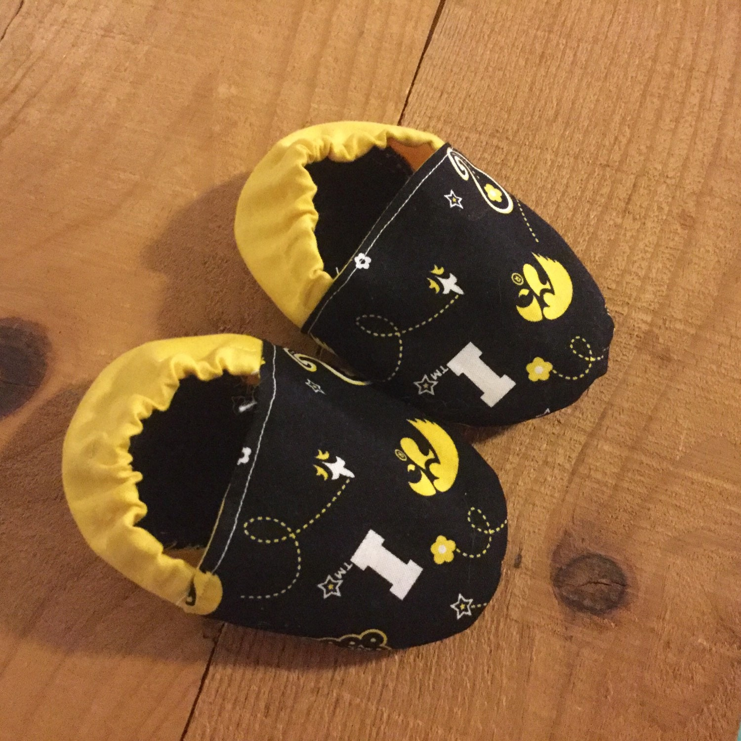 Iowa Hawkeye baby booties Hawkeye baby shoes Hawkeye baby
