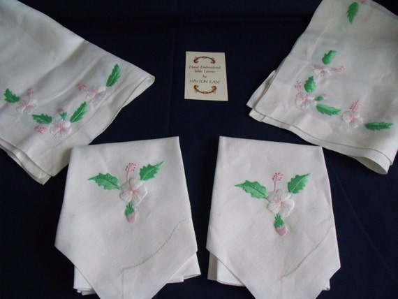 vintage table linens, vintage napkins and placemats, hand embroidered linen, white linen