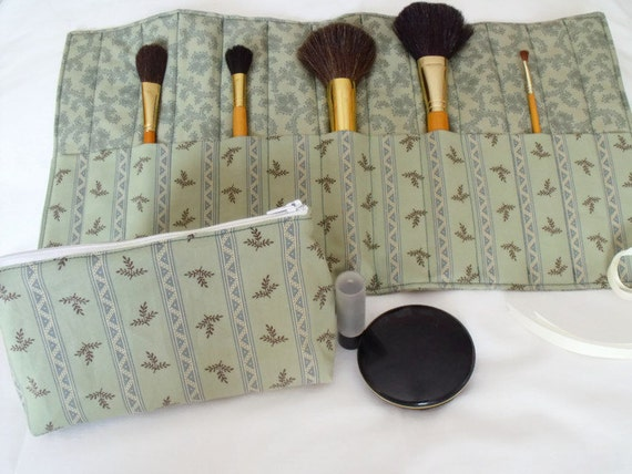 cosmetic gift set, make up gift set, make up brush holder, zipped pouch, coin purse, green floral Moda fabric, christmas gift