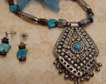 Southwestern Wood & Turquoise Necklace Set