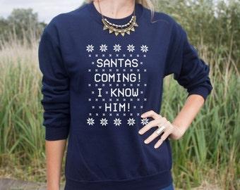 Santas Coming I Know Him Jumper Sweater Sweatshirt Funny Elf Christmas Slogan Gift Santa Buddy omg