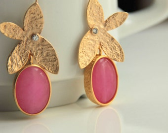 Pink, light pink, emerald green, fuchsia colored faceted quartz earrings with gold plated leafs with zircon crystal.