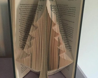 Book folding pattern for a large Christmas tree ~ Pine tree +free tutorial
