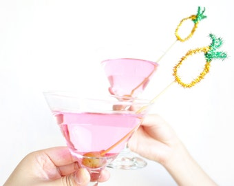 Pineapple Sparkly Tinsel cocktail stirrer - gold glitter drink stirrer