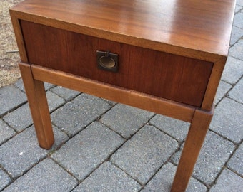 Lane Mid Century Modern walnut end table - hard to find