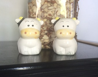Vintage Cute Cow  salt and pepper shakers